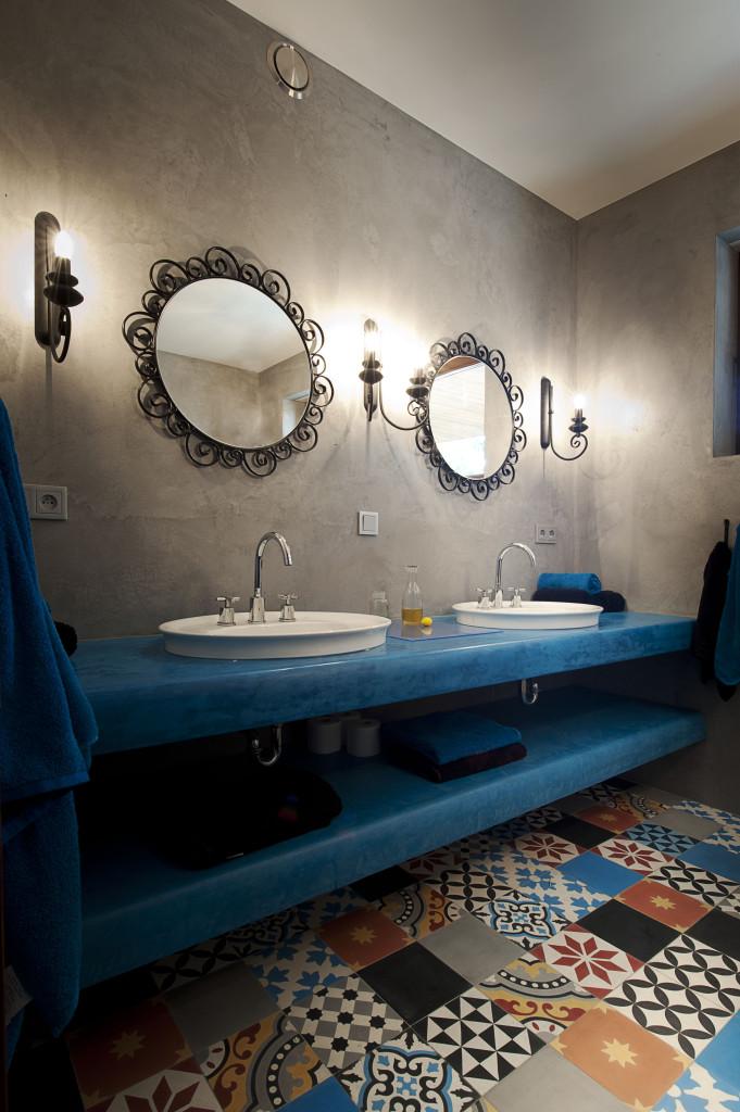 betonowe ściany w łazience