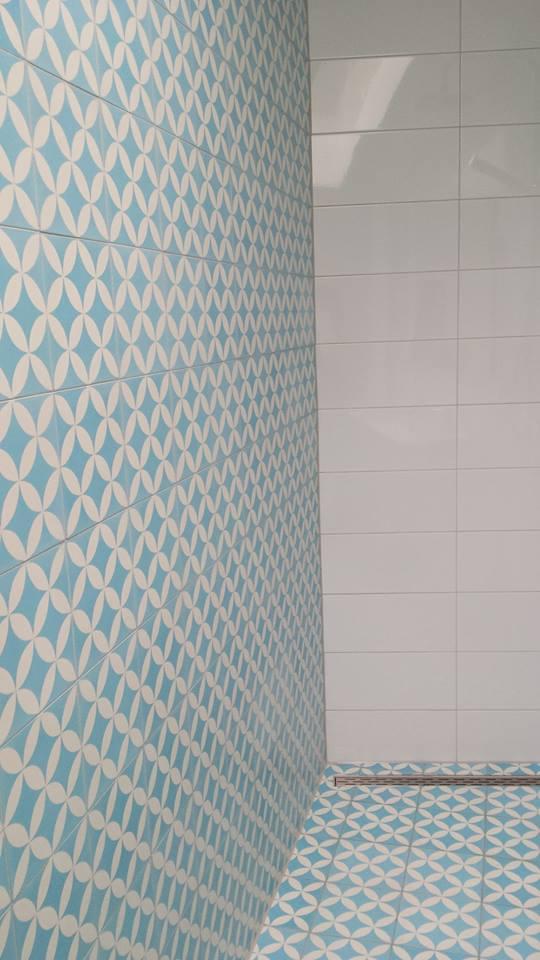 Płytki cementowe prysznic