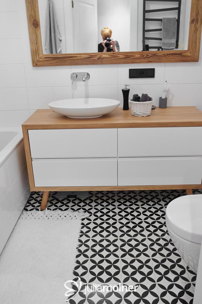 kafle cementowe w korytarzu i toalecie