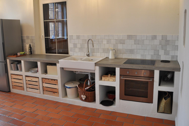 Białe płytki w rustykalnej kuchni  stylowe płytki ścienne