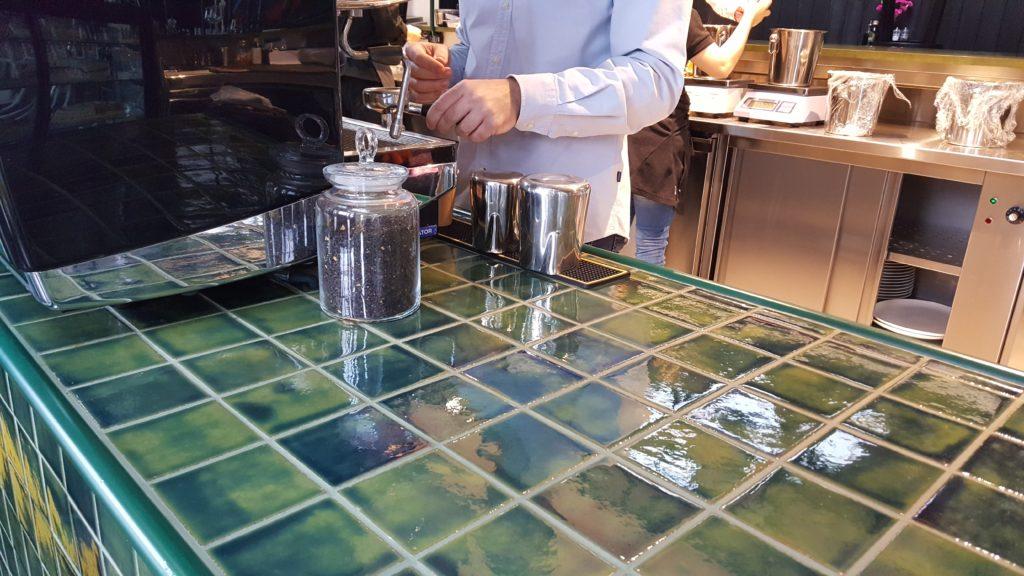 płytki szkliwione w restauracji