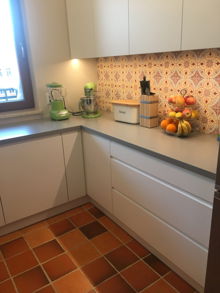 płytki cementowe w kuchni