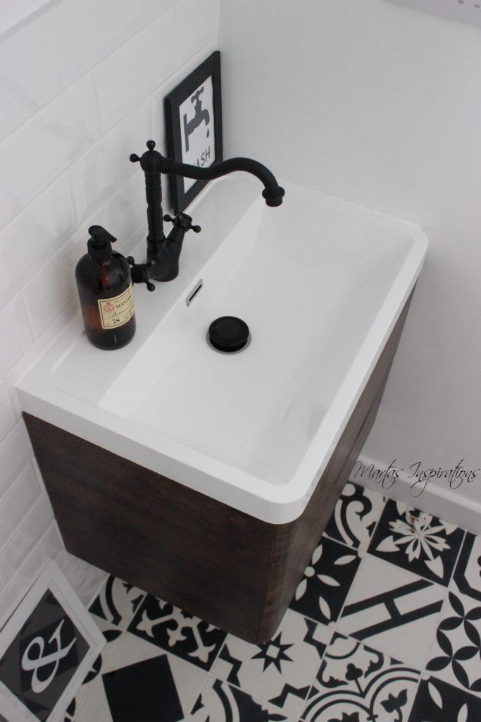 płytki cementowe w łazience patchwork bw
