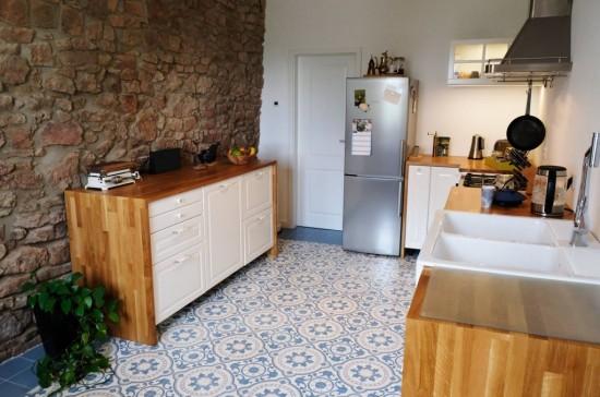 Kuchnia rustykalna i płytki cementowe