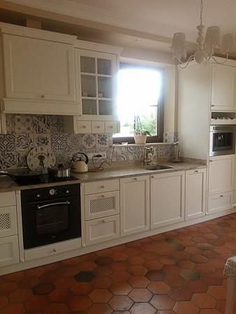 podłoga w kuchni rustykalnej