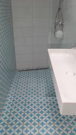 płytki na ścianę i podłogę do małej łazienki