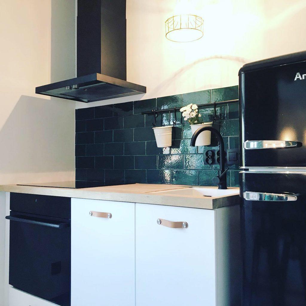 kuchnia w nowoczesnym mieszkaniu